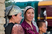 Personnes devant le Train Registan